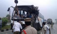 Yatra Genie Bus collides with Acid Tanker, 6 Injured