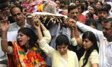 Noida Daughters Dance at Father's Last Rites - Sakshi