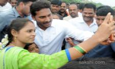 People interested to Click Selfie with YS Jagan - Sakshi