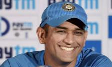 MS Dhoni dancing on Desi Boyz song, Sakshi can't stop laughing - Sakshi