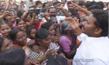 Woman meet ys jagan in padayatra - Sakshi