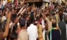 Rahul worshiped in another big temple in Gujarat - Sakshi