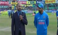 Srilanka won the toss and elected to field - Sakshi