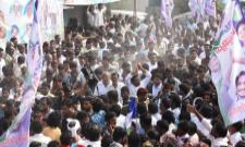People grand welcome for ys jagan - Sakshi