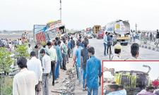 11 dead, 20 Injured As Four Vehicles Collision Near Siddipet  - Sakshi