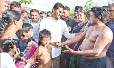 ONGC Blowout Victim meets YS Jagan in Padayatra - Sakshi