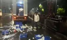 Maharashtra Farmers Milk Protest Hits Maharashtra Throw Tetra Packs On Roads - Sakshi
