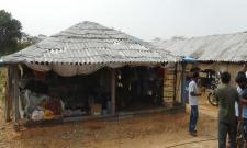 Andhra Pradesh woman ties lover to cot, sets him afire - Sakshi