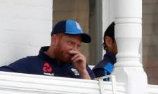 Jonny Bairstow fractures finger in third Test - Sakshi