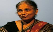 Sudha Murthy Joins Infosys Staff in Packing Relief Materials for Flood survivors Video Goes Viral - Sakshi