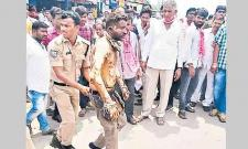 TRS Unsatisfied Leaders Protesting Along With Supporters - Sakshi