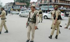 Terrorists abduct, kill three policemen in Kashmir's Shopian - Sakshi
