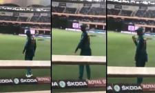 Moment when Shoaib Malik waved at Indian fans calling him jeeju - Sakshi