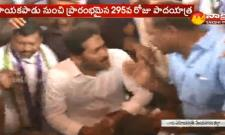 Blacksmith Farmers Meet YS Jagan In Praja Sankalpa Yatra - Sakshi