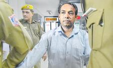 Arvind Kejriwal Attacked With Chilli Powder in Secretariat - Sakshi