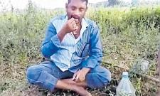Innovative Protest In peddapalli District Over Rythu Bandhu Scheme - Sakshi