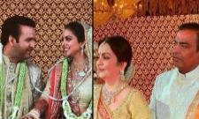 Amitabh And Aamir Serve Food At Isha Ambani Wedding - Sakshi