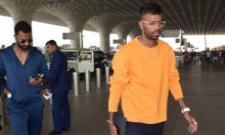 Hardik Pandya Spotted With Krunal at Mumbai Airport - Sakshi