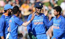 MS Dhoni Helps Kuldeep Yadav To Take Trent Boult Wicket - Sakshi