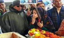 Wife Of Major Dhoundiyal Bids Teary Eyed Farewell - Sakshi