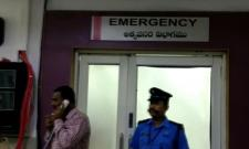 Man Attacked Girl with  coconut knife in Hyderabad - Sakshi