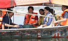 Priyanka Gandhi begins her Ganga Yatra, offers prayers in Prayagraj - Sakshi