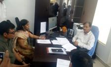 YS Vivekananda Reddy daughter sunitha reddy meet To AP CEO - Sakshi