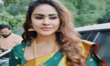 Actress Sri Reddy attacked in chennai - Sakshi