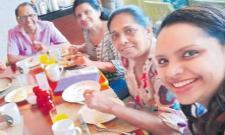 Britain Girl Shares Her Last Selfie At Sri Lanka Before Blastings - Sakshi