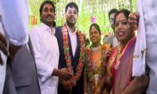 YS Jagan mohan reddy blesses newly married couple at Visakha - Sakshi