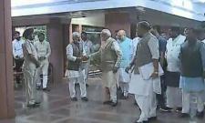 PM Narendra Modi Shake Hands With Vijay Sai Reddy - Sakshi
