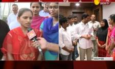 Intermediate Students Meets CM YS Jagan And Says Thanks Over Ammavodi Scheme - Sakshi
