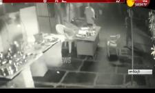 Police Rude Behaviour With Dhaba Owner in Tadipathri
