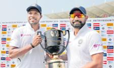 Shami And Umesh Yadav Shown Their Talent With Bowl - Sakshi