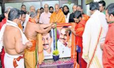 Priests bless AM YS Jaganmohan Reddy with a full heart - Sakshi