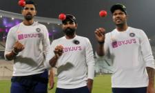 Pink Ball Test: Ishant Sharma throw First Pink Ball in India - Sakshi