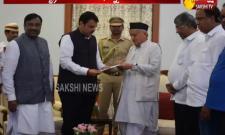 Maharashtra CM Devendra Fadnavis Resign To CM Post - Sakshi