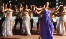 Actress Catherine Zeta Jones Enjoy To Dance Kala Chashma Song In India - Sakshi