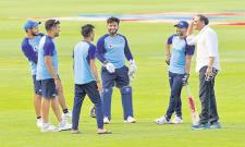 Mohammad Azharuddin Meet Team India in Uppal Stadium - Sakshi