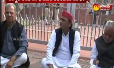 Unnao Case:Akhilesh Yadav Stage Protest