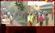 Thirty Two Injured In Bull Taming Sport Jallikattu - Sakshi