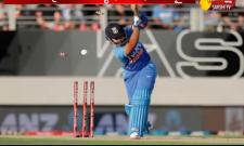 India Lost The 2nd ODI And Lost The Series To Newzeland - Sakshi
