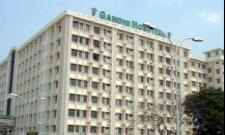 Corona Positive Patient Deceased In Gandhi Hospital Doctors Attacked By Relatives - Sakshi