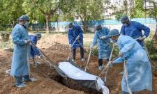 Ahmedabad: 376 Burials in 25 Days - Sakshi