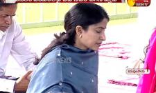 YS Jagan Family Pays Tribute To YS Rajasekhara Reddy At Idupulapaya Video