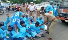 NSUI Protest Near Pragati Bhavan  - Sakshi