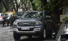 Does Know Whose The Car That Rhea Chakraborty Came To ED Office - Sakshi