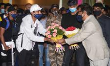 Indian Cricketers arrives in Mumbai and Delhi - Sakshi