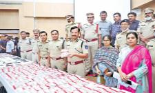 Seven Member gang held near Hyderabad in Muthoot robbery - Sakshi