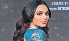 Sobhita Dhulipala Ready To Enter In Hollywood - Sakshi